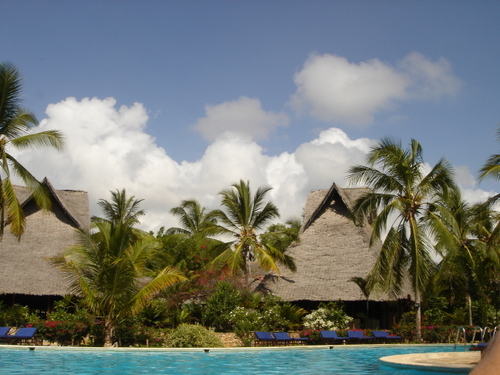 Zanzibar_breezes_hotel_and_clouds