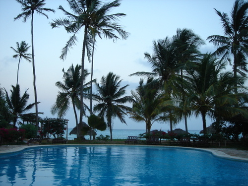 Zanzibar_breezes_hotel_swimming_pool